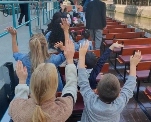 Rondvaart door Alkmaar met kinderen uit Oranje Huis